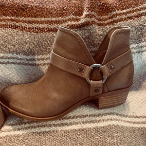 Lucky brand tan brown booties size 7.5